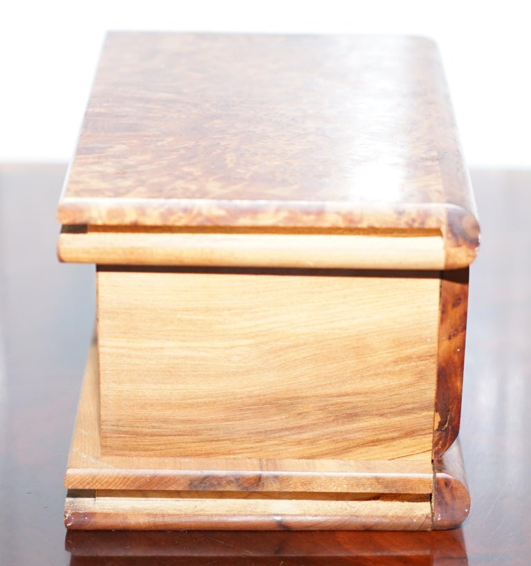Lovely Antique Hand Made Burr Walnut Trinket Jewellery Box Stunning Patina In Good Condition For Sale In London, GB