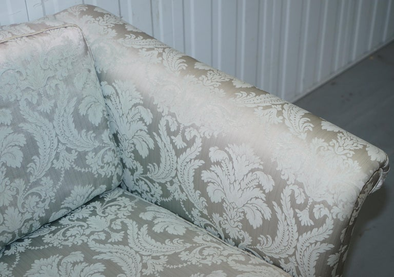 Lovely Brights of Nettlebed Three Piece Sofa & Armchair Suite Damask Upholstery In Good Condition For Sale In London, GB
