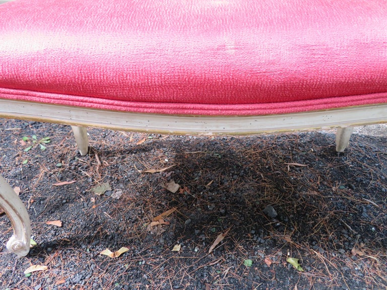 Lovely Dorothy Draper Style Cabriole Leg Bench Hollywood Regency In Good Condition For Sale In Medford, NJ