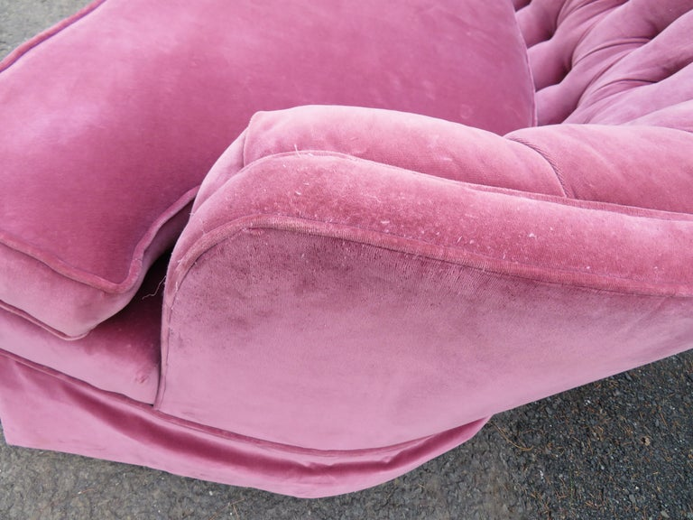 Lovely Dorothy Draper Style Lilac Velvet Curved Tufted Sofa Hollywood Regency For Sale 2
