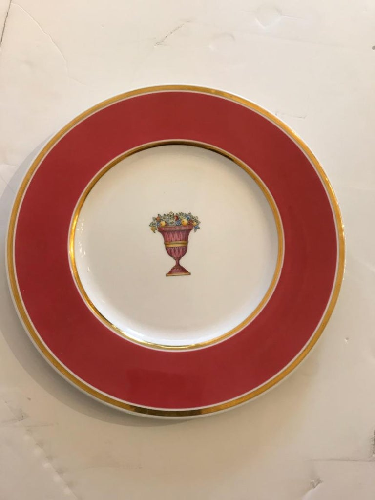 Lovely English Vintage Set of 12 Service Dinner Plates For Sale 3