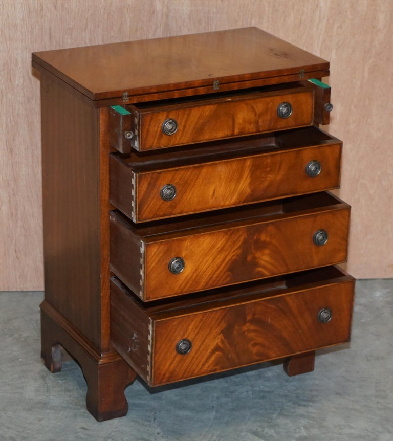 Lovely Flamed Mahogany Batchelors Chest of Drawers with Folding Butlers Shelf For Sale 6