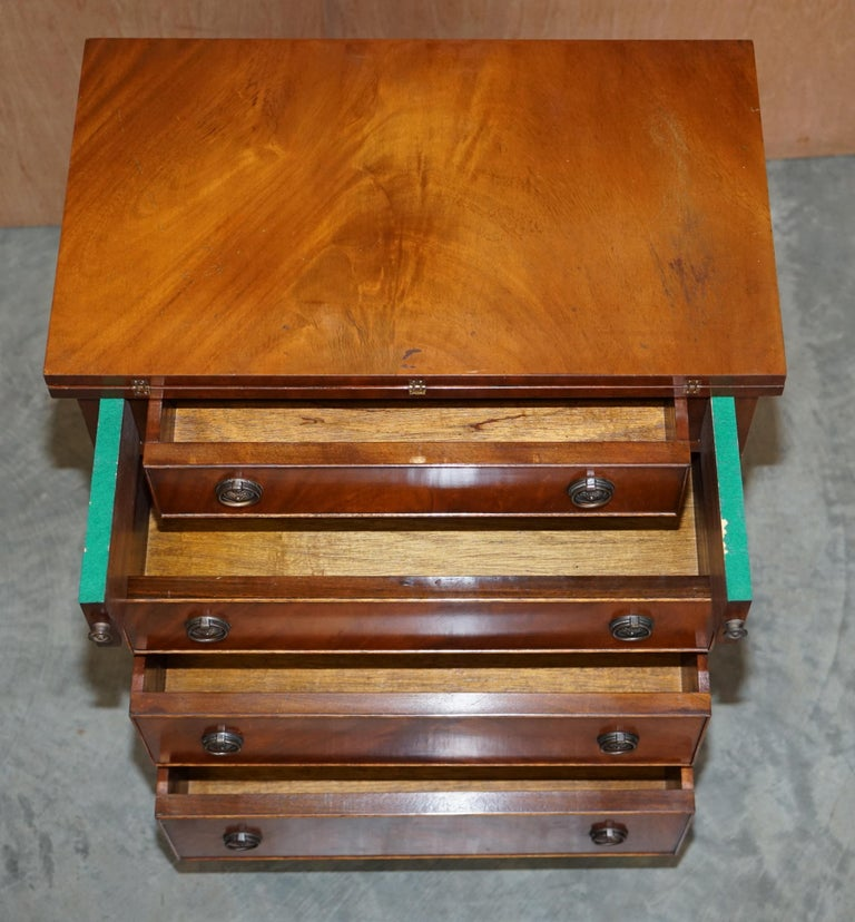 Lovely Flamed Mahogany Batchelors Chest of Drawers with Folding Butlers Shelf For Sale 7