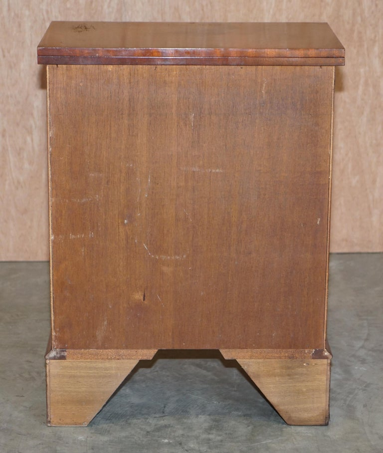 20th Century Lovely Flamed Mahogany Batchelors Chest of Drawers with Folding Butlers Shelf For Sale