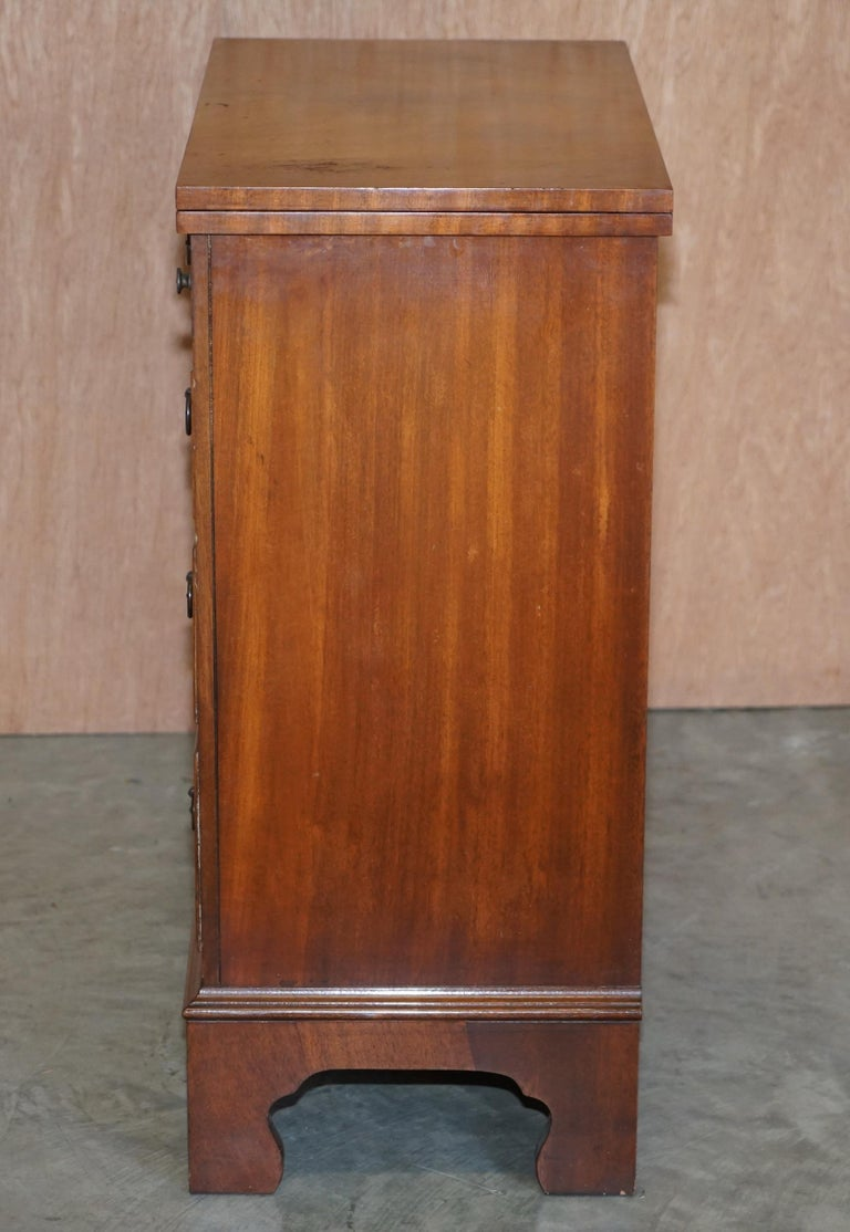 Lovely Flamed Mahogany Batchelors Chest of Drawers with Folding Butlers Shelf For Sale 1