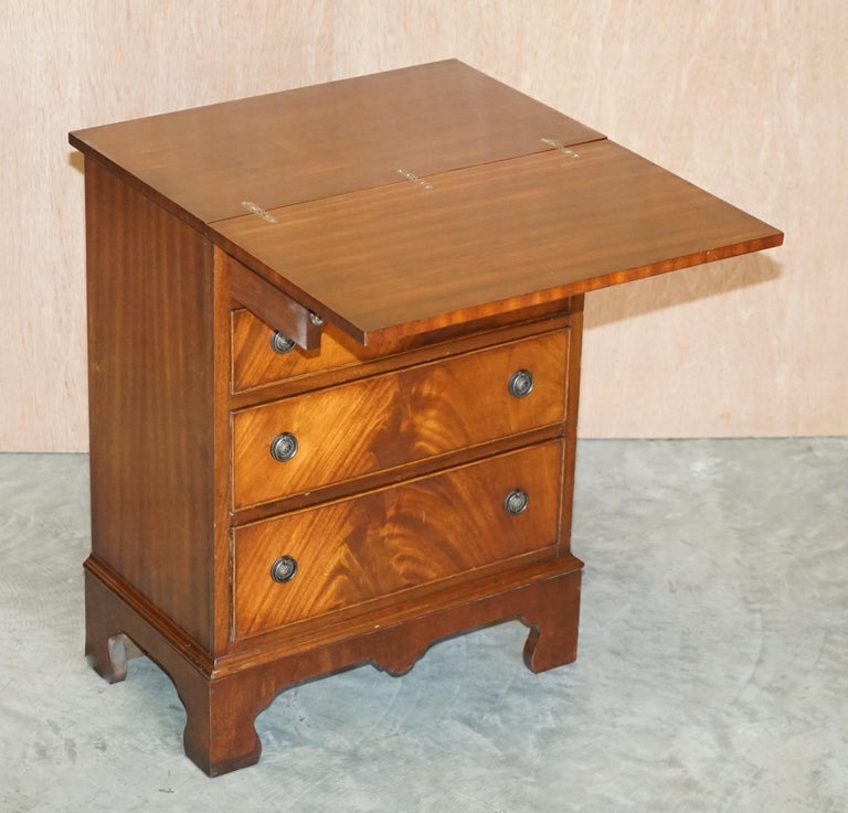 Lovely Flamed Mahogany Batchelors Chest of Drawers with Folding Butlers Shelf For Sale 2