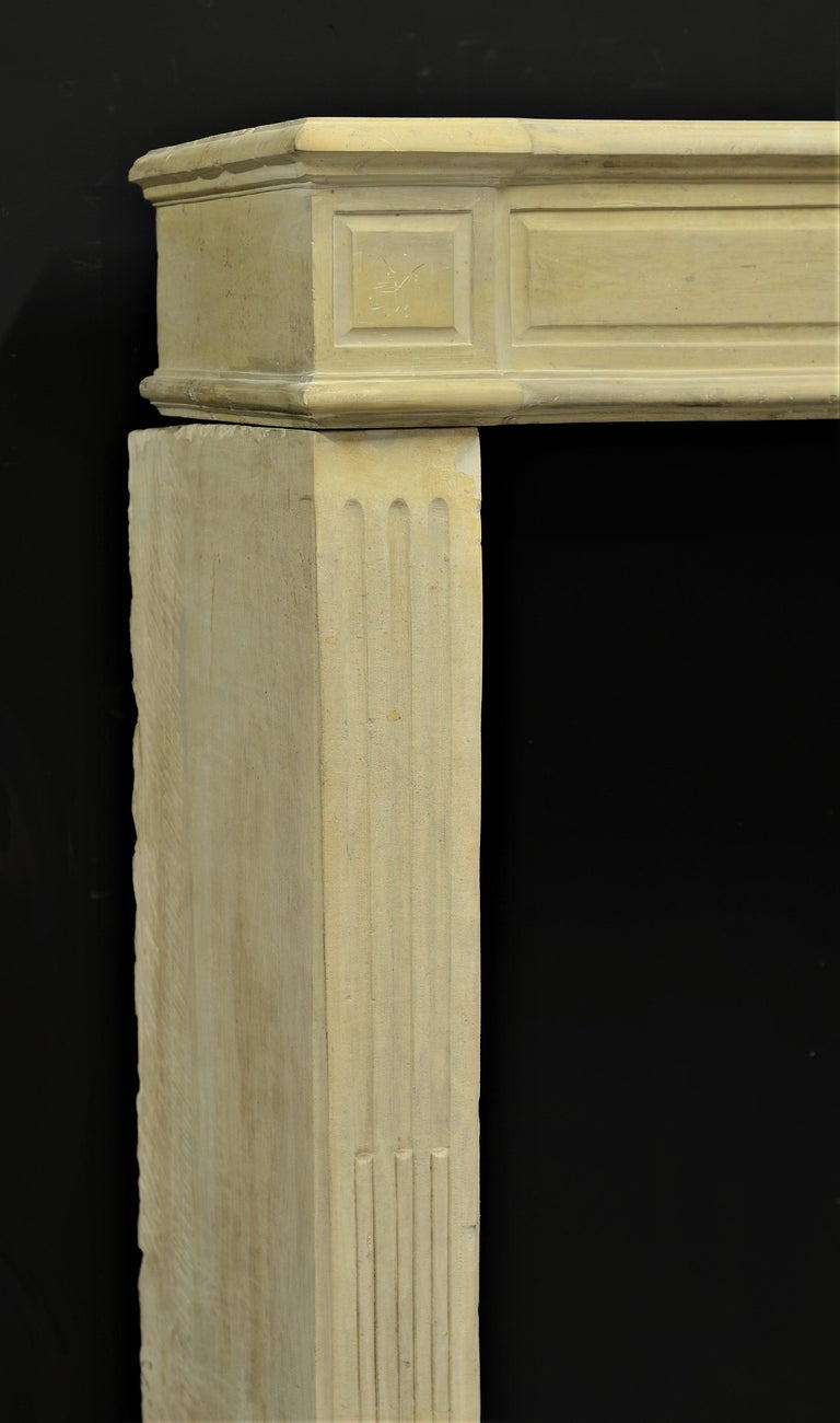 Lovely French Antique Louis XVI Fireplace Mantel In Good Condition For Sale In Haarlem, Noord-Holland