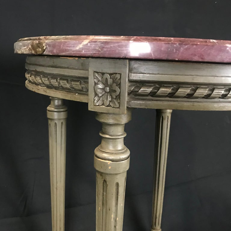 Lovely French Carved Wood and Marble Top Side End Table In Excellent Condition For Sale In Hopewell, NJ