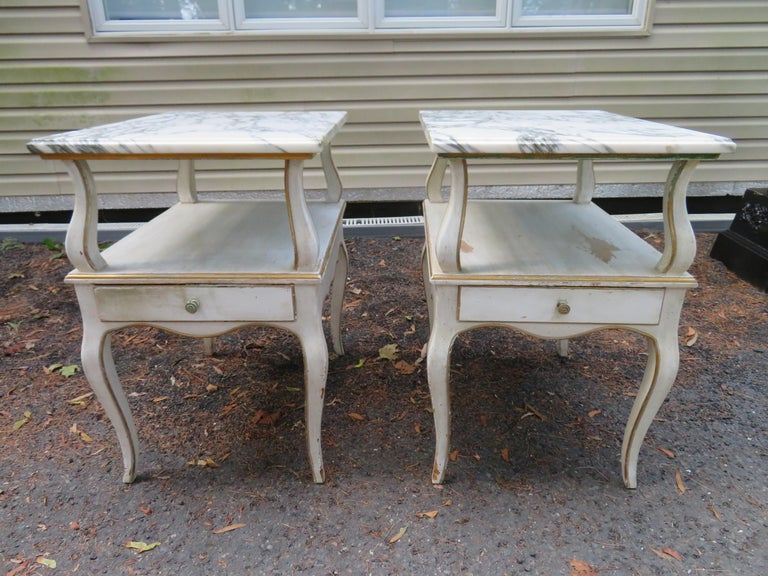 Lovely Pair of Dorothy Draper Style Marble-Top Nightstands Hollywood Regency For Sale 8