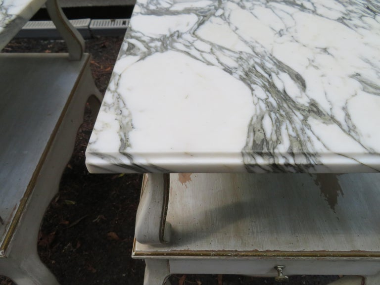 Mid-20th Century Lovely Pair of Dorothy Draper Style Marble-Top Nightstands Hollywood Regency For Sale