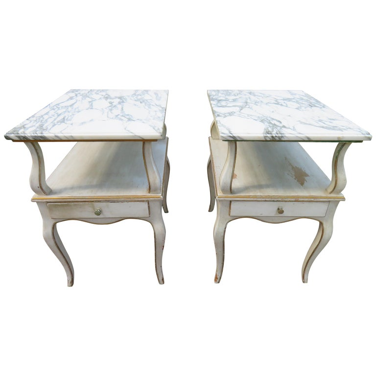 Lovely Pair of Dorothy Draper Style Marble-Top Nightstands Hollywood Regency For Sale
