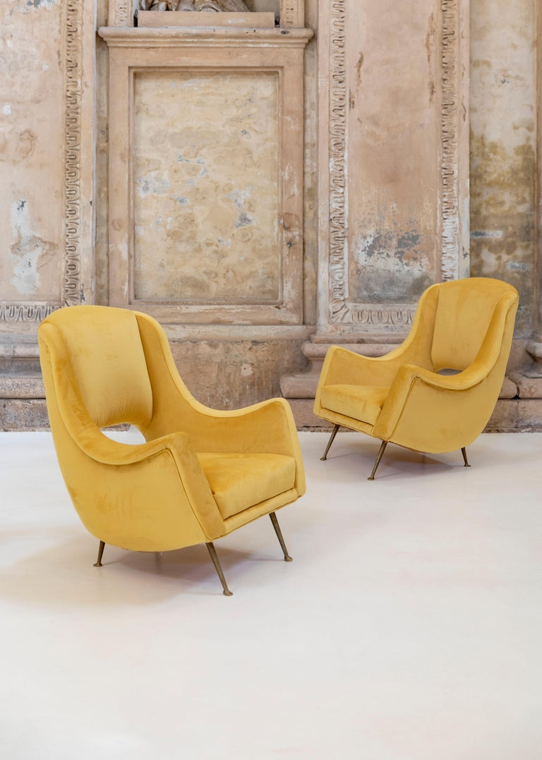 Mid-Century Modern Lovely Pair of Armchairs Attributed to Carlo de Carli For Sale