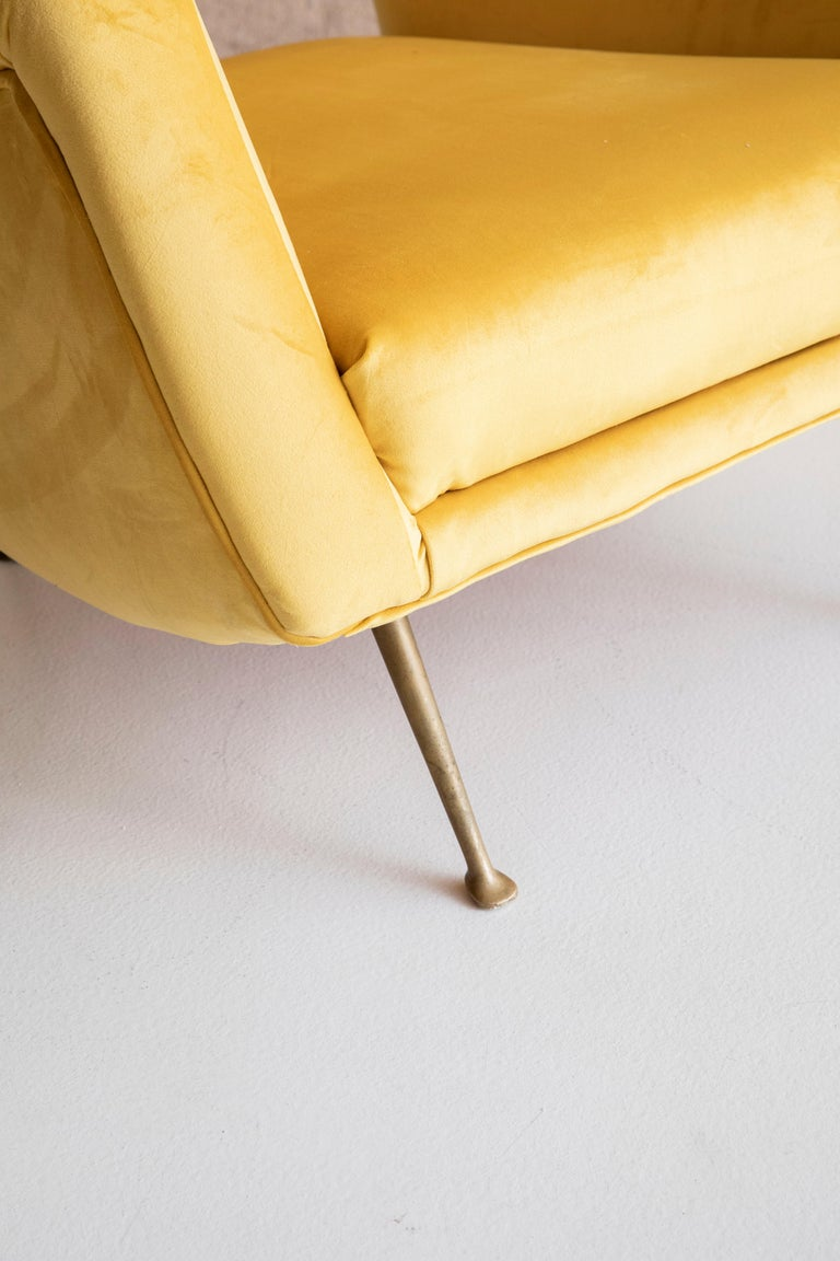 Mid-20th Century Lovely Pair of Armchairs Attributed to Carlo de Carli For Sale