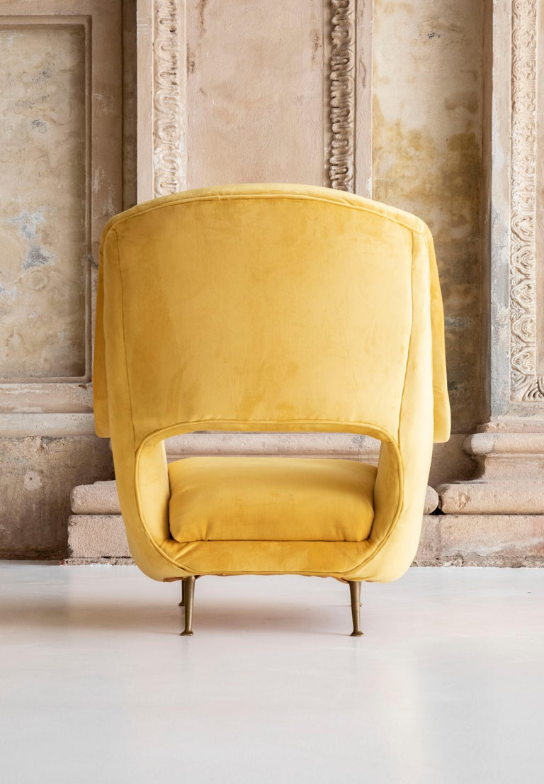 Lovely Pair of Armchairs Attributed to Carlo de Carli For Sale 2