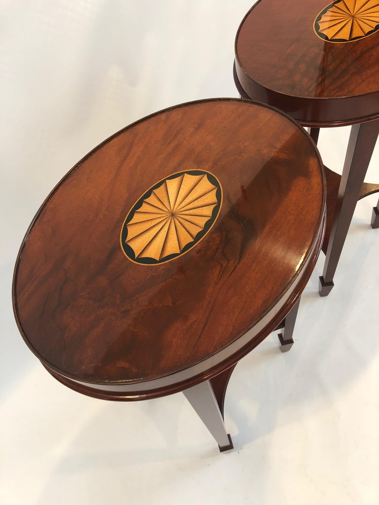 Lovely Pair of Heckman Oval Flame Mahogany Side Tables For Sale 2
