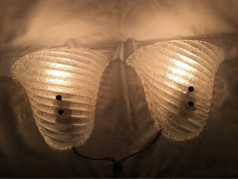 Very nice pair of Italian Murano glass striped ice glass sconces in the style of Barovier and Toso. They charmingly reflect the chic Murano glass lighting of the 1960s. Each fixture requires one European style E 27 candelabra style bulb with a