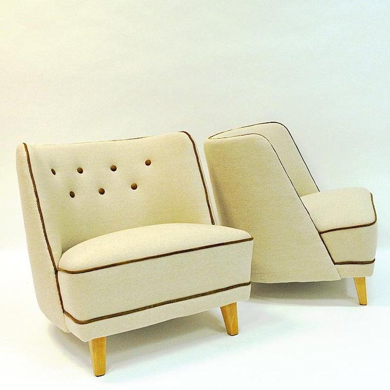 Leather Lovely Norwegian Pair of elm Easy Chairs by Møller & Stokke, 1940s For Sale