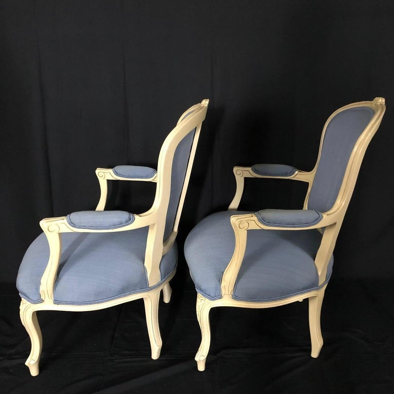 Lovely Pair of Painted Louis XV Style Bergère Armchairs For Sale 4