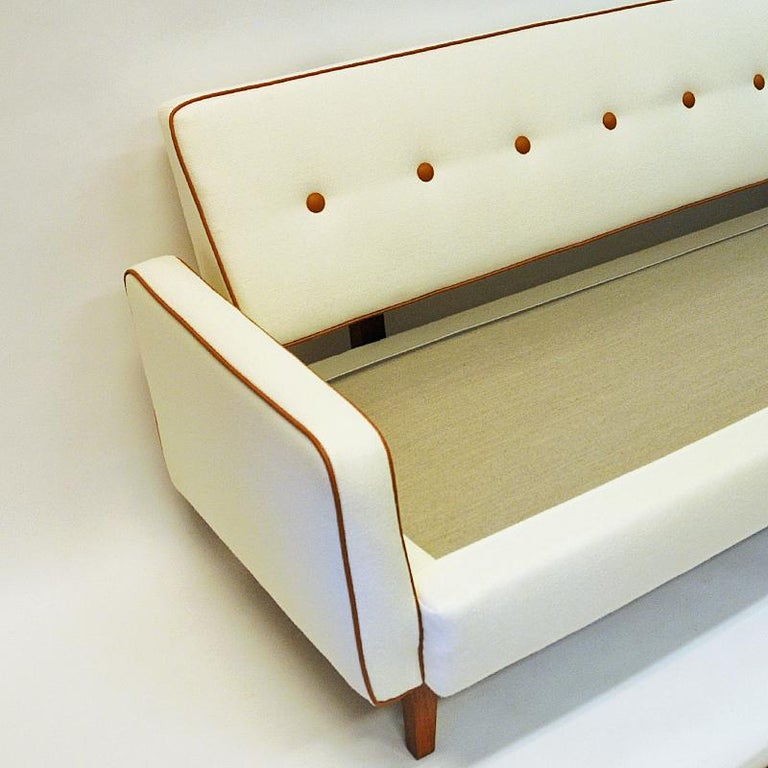 Lovely Sofa and Daybed of White Wool by Ire Möbler, 1950s, Sweden In Good Condition For Sale In Stockholm, SE