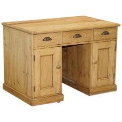 Lovely Victorian Oak Knee Hole Desk Original Fittings Stunning Patina Must See