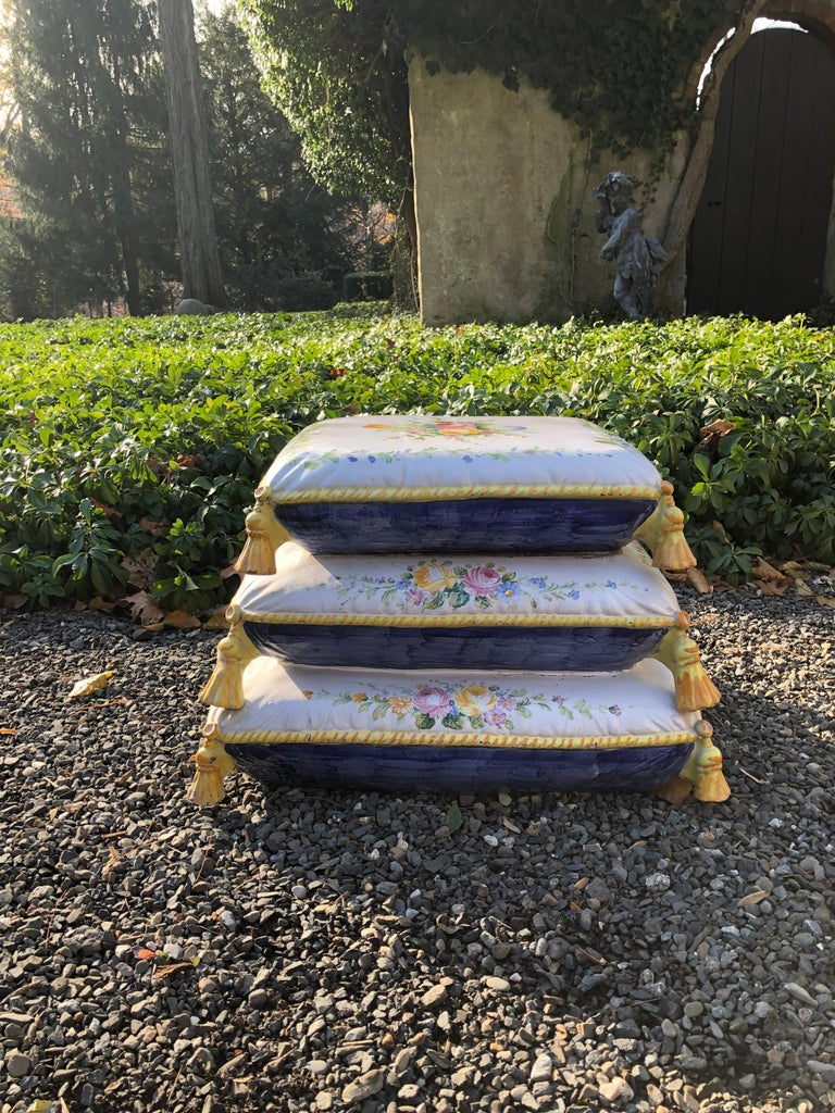 Lovely Vintage Garden Stool in Stacked Cushion Motife In Excellent Condition For Sale In Hopewell, NJ