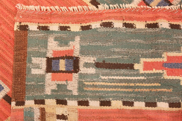 Lovely Vintage Scandinavian Swedish Kilim. Size: 6 ft 4 in x 9 ft 8 in In Excellent Condition For Sale In New York, NY