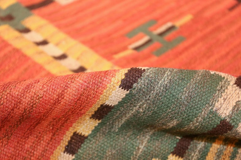 20th Century Lovely Vintage Scandinavian Swedish Kilim. Size: 6 ft 4 in x 9 ft 8 in For Sale