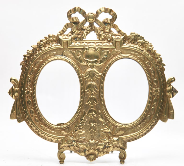 'Lover's Knot' Double Picture Frame, Polished Brass, Made by J.H. France, 1900s In Good Condition For Sale In Verviers, BE