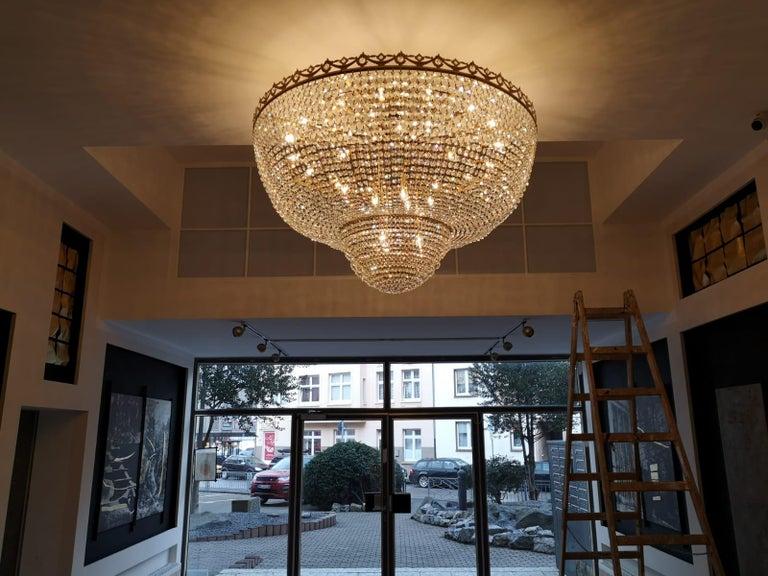 Low Flush Mount Crystal Chandelier Empire Big Palace Lamp Chateau Lustre In New Condition For Sale In Berlin, DE