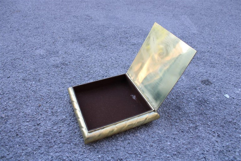 Low Large Square Box in Solid Italian 1970s Brass with Lid In Good Condition For Sale In Palermo, Sicily
