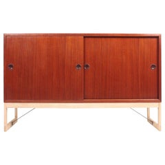 Low Midcentury Cabinet in Teak and Oak by Børge Mogensen, 1960s