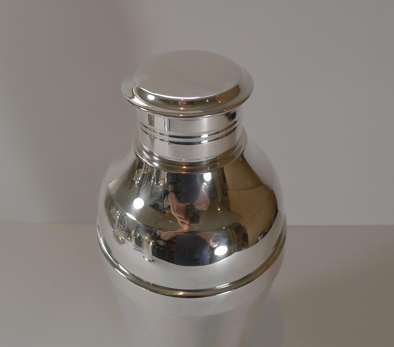 French Luc Lanel for Christofle, Ondulations Cocktail Shaker, c.1935 For Sale