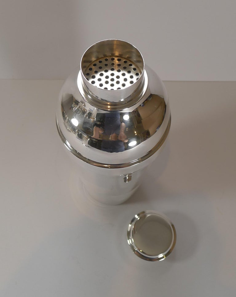 Luc Lanel for Christofle, Ondulations Cocktail Shaker, c.1935 In Good Condition For Sale In London, GB