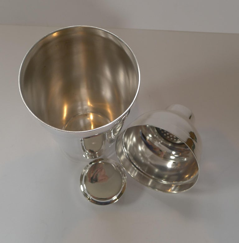 Silver Plate Luc Lanel for Christofle, Ondulations Cocktail Shaker, c.1935 For Sale