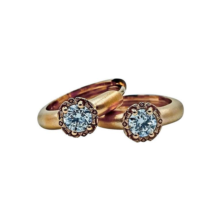 Round Cut Luca Jouel Diamond Deco Crosse Ring and Huggie Hoop Earrings in Rose Gold For Sale