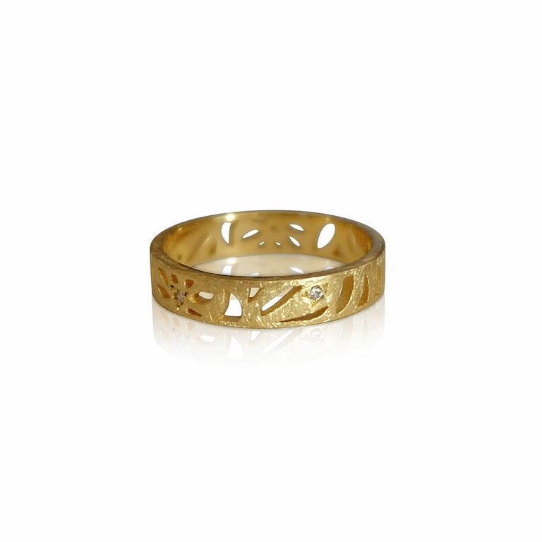 Round Cut Luca Jouel Diamond Floral Motif Ring in Yellow Gold For Sale