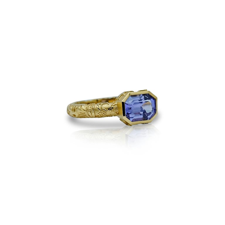 Contemporary Luca Jouel Natural Violet Sapphire Ornate Ring in Yellow Gold For Sale