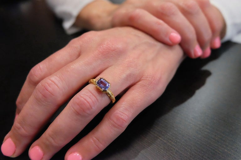 Women's Luca Jouel Natural Violet Sapphire Ornate Ring in Yellow Gold For Sale