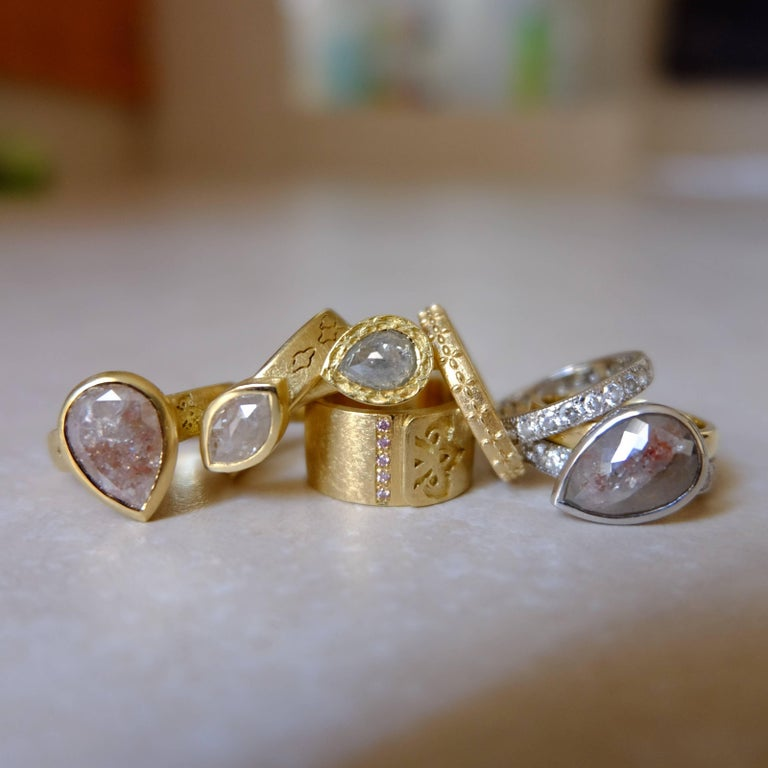 Luca Jouel One of a Kind Parti-Pear Diamond in Yellow Gold and Platinum Ring For Sale 4