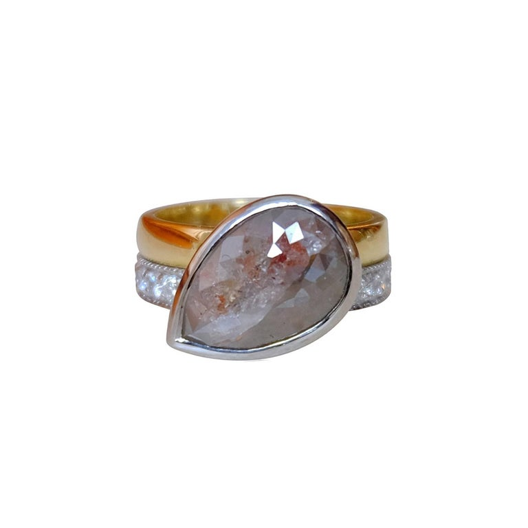 Contemporary Luca Jouel One of a Kind Parti-Pear Diamond in Yellow Gold and Platinum Ring For Sale