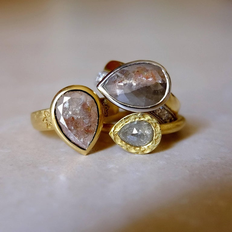 Luca Jouel One of a Kind Parti-Pear Diamond in Yellow Gold and Platinum Ring For Sale 2