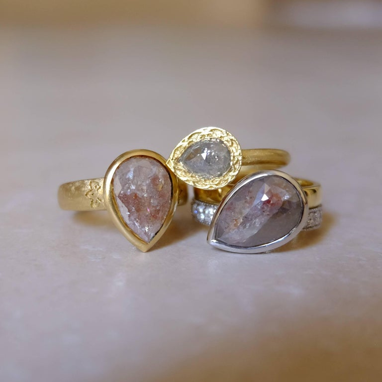 Luca Jouel One of a Kind Parti-Pear Diamond in Yellow Gold and Platinum Ring For Sale 3