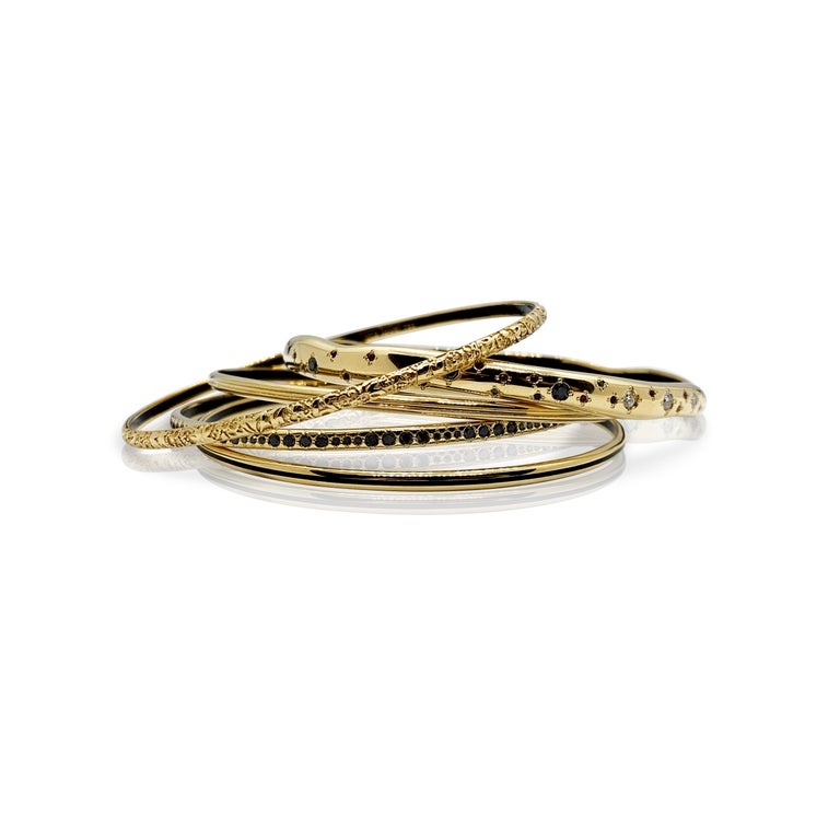 Contemporary Luca Jouel Yellow Gold Grooved Bangle with Black Enamel For Sale