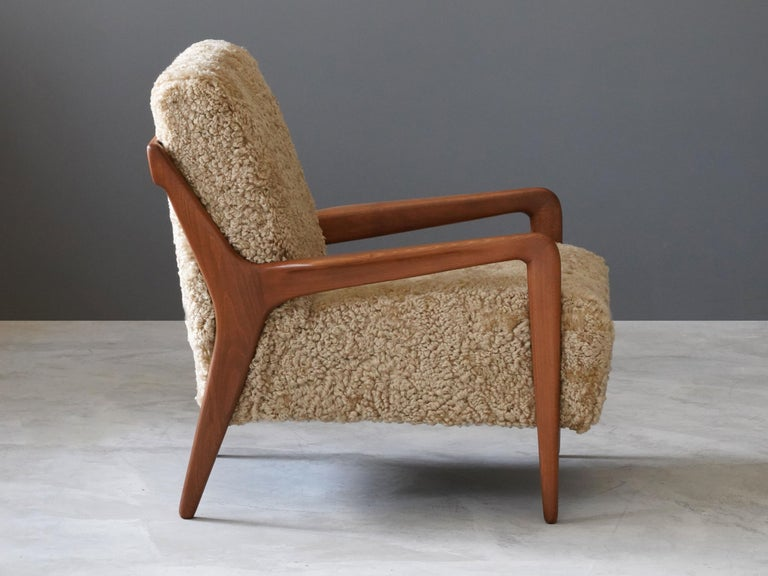 Lucchini & Lissone, Lounge Chair, Stained Beech, Beige Sheepskin, Italy, 1950s In Good Condition For Sale In West Palm Beach, FL