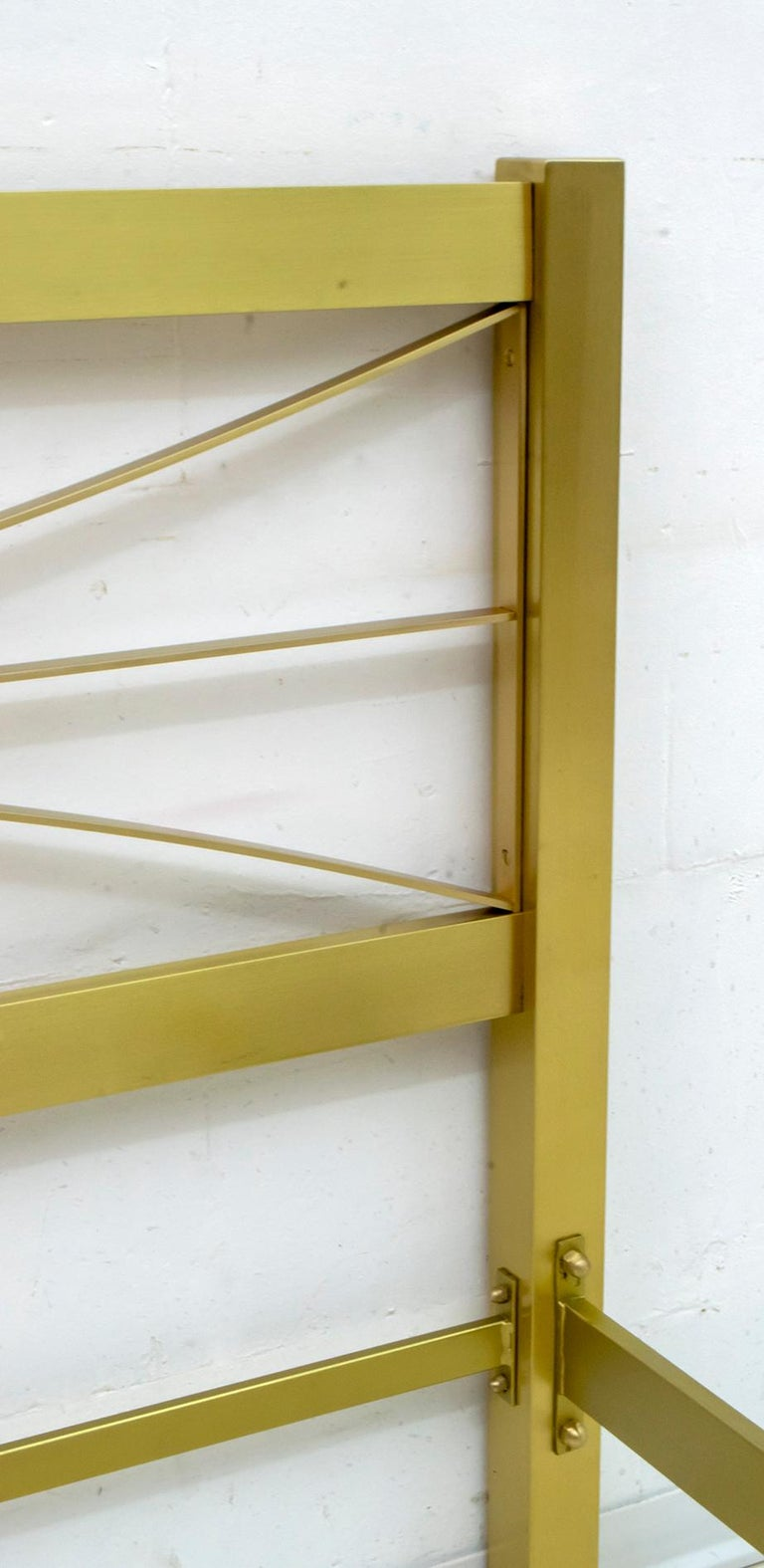 Late 20th Century Luciano Frigerio Mid-Century Modern Gilded and Satin Brass Double Bed, 1970s For Sale