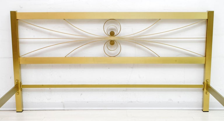 Luciano Frigerio Mid-Century Modern Gilded and Satin Brass Double Bed, 1970s For Sale 3