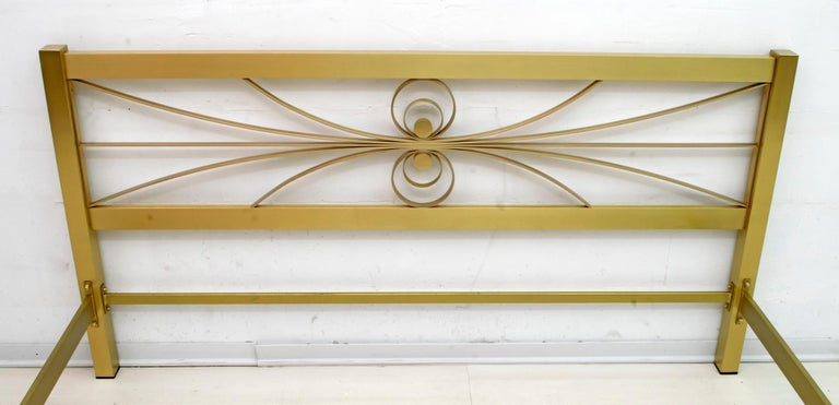 Luciano Frigerio Mid-Century Modern Gilded and Satin Brass Double Bed, 1970s For Sale 4