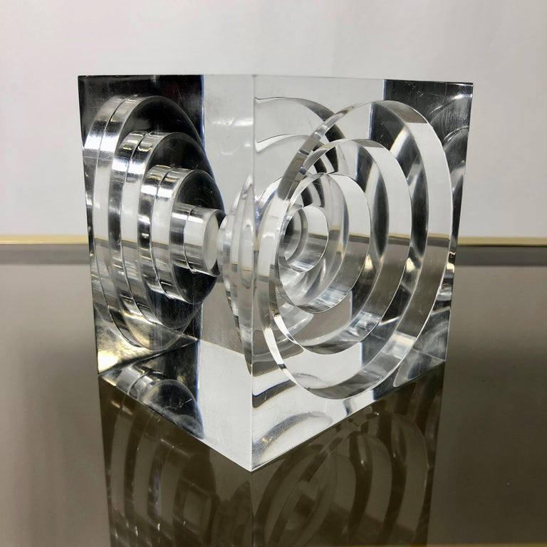 Mid-Century Modern Lucite Acrylic Square Sculpture by Team Guzzini, Italy, 1970s Spiral Geometry For Sale