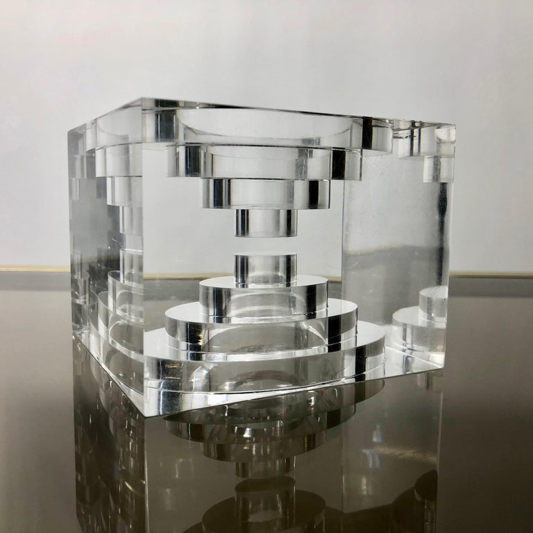 Lucite Acrylic Square Sculpture by Team Guzzini, Italy, 1970s Spiral Geometry In Good Condition For Sale In Rome, IT