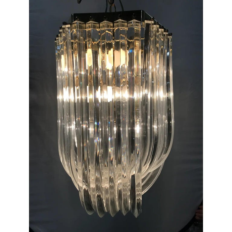 Mid-Century Modern Lucite and brass ribbon chandelier with canopy. Wired for the U.S. and in excellent working condition.